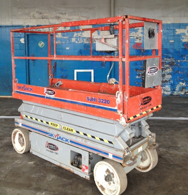 scissor-lifts-and-harnesses-fall-protection-or-no-protection